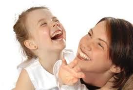 kacagó anya és kislánya